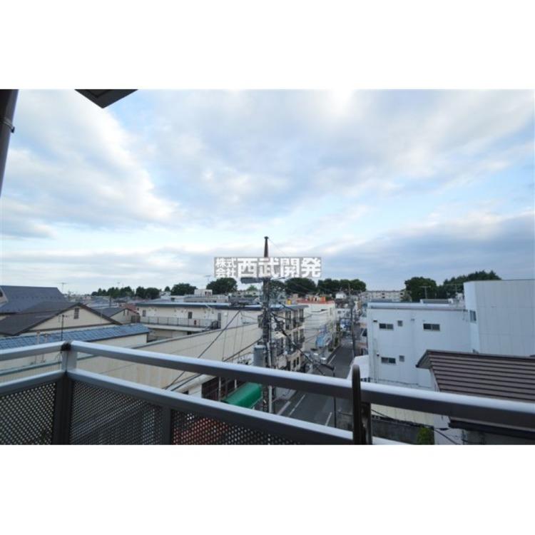 バルコニーからの眺望、目の前に高い建物がないので眺めが良いです!