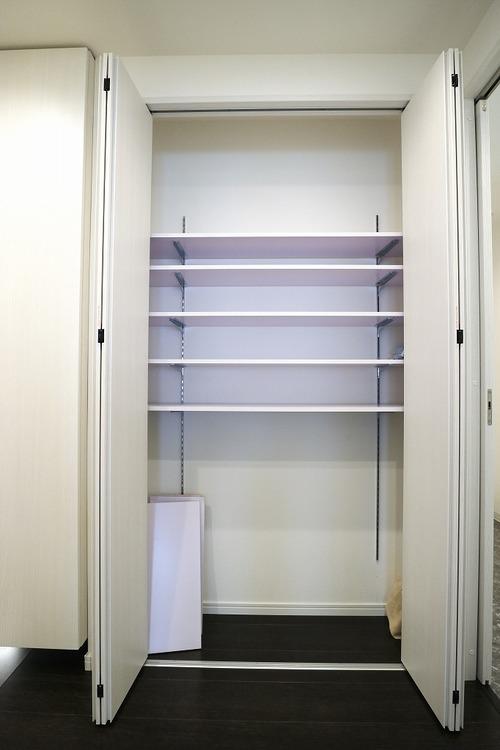 たっぷり収納できるクローゼット。廊下部分にございます。