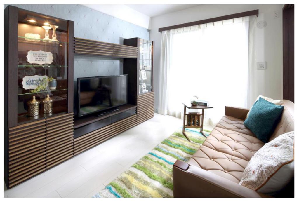【洋室】 バルコニーに面した洋室は、日当たりが良く、収納もあるためお部屋をスッキリする事ができます!