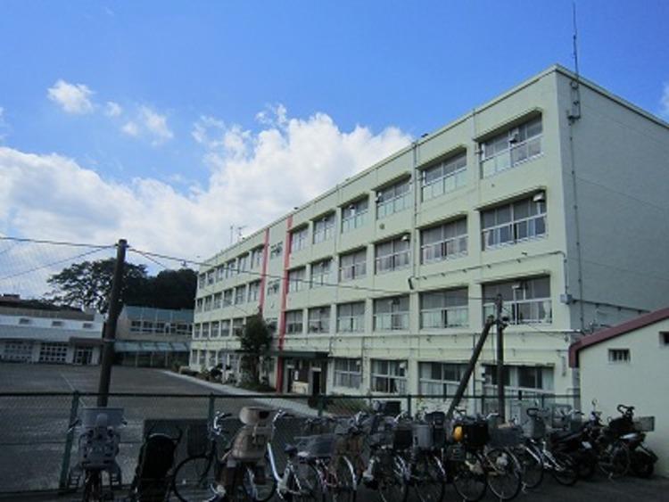 長津田小学校900m