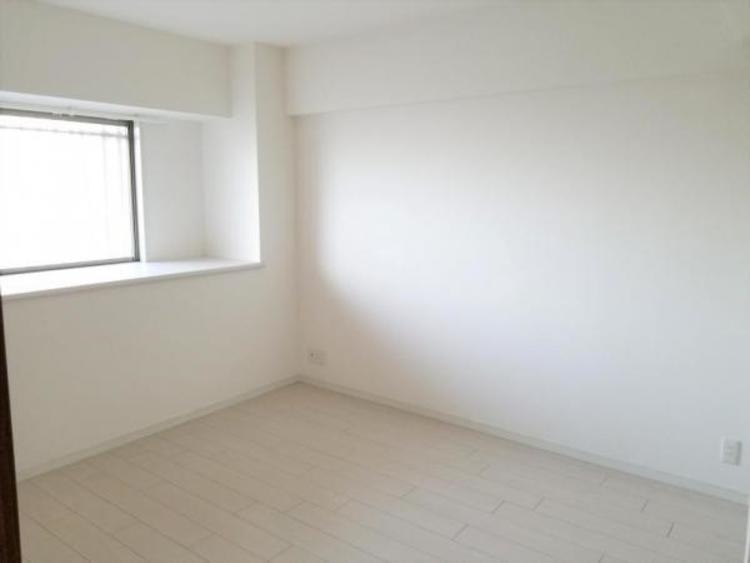 白を基調した洋室