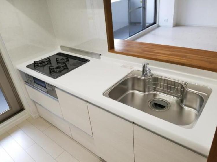 対面式キッチンでご家族を見守りながらお料理できます。