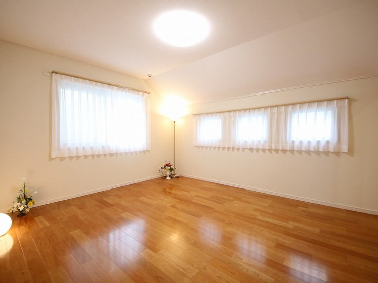 収納力のある洋室は広々お使い頂けるでしょう。