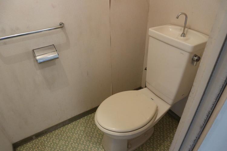 トイレにはウォシュレットはありません。