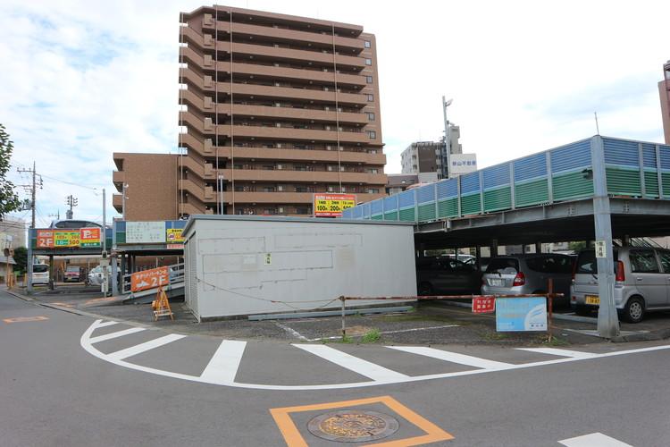 狭山市駅近くにはパーキングや駐車場が多くございます。