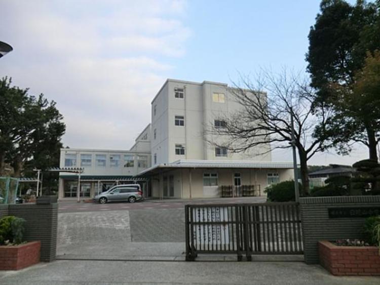 横浜市立日限山中学校 約1000m