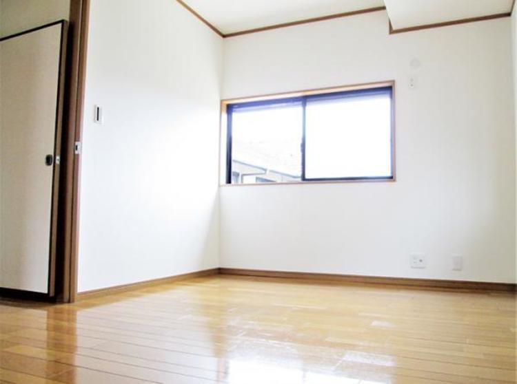 6帖の洋室は夫婦二人で寛ぐのに十分な広さですね。