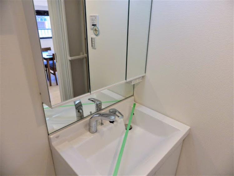 3面鏡タイプの洗面台です!