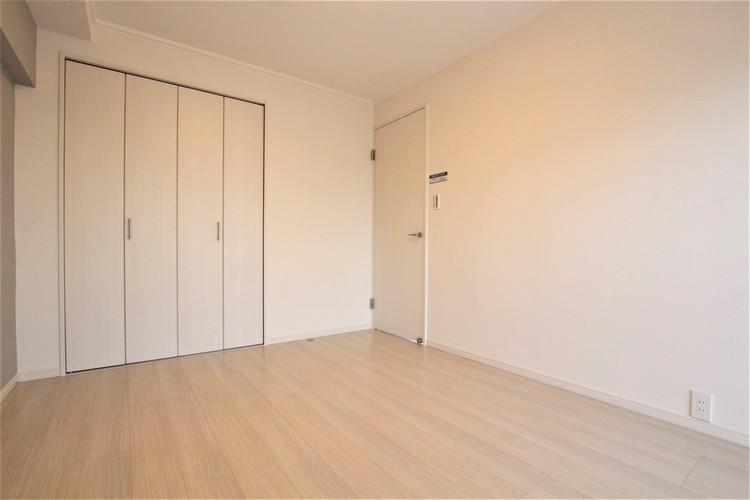 お部屋の床はすべてフローリング。汚してしまった際にもサッと拭くだけでキレイになるため安心です