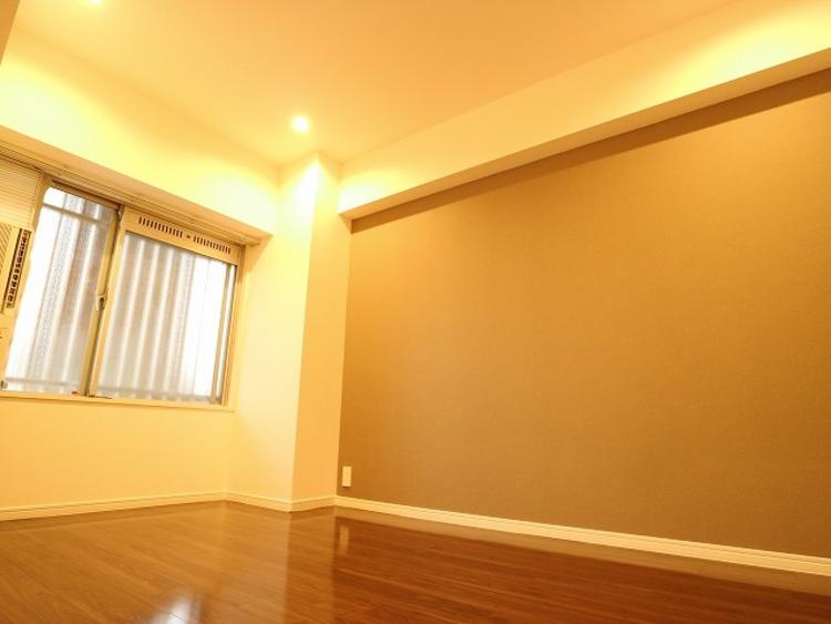 洋室の壁は一部にデザインクロスを採用。ただ暮らすだけでなく、快適さを求めて毎日気持ちの良い日々を。