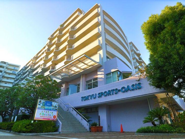 敷地内にはスポーツクラブ「東急スポーツオアシス多摩川店」があります。