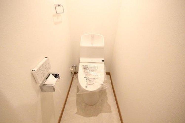 「白」で統一されたトイレは清潔感を感じるため使い心地がいいです。