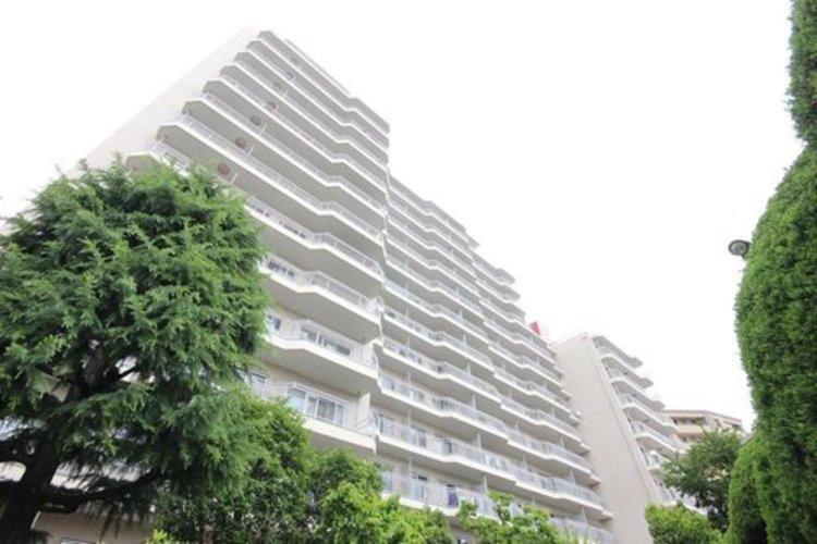 広大な敷地に佇む、総戸数273戸の大規模マンション。空室のため、すぐにご内覧可能です。