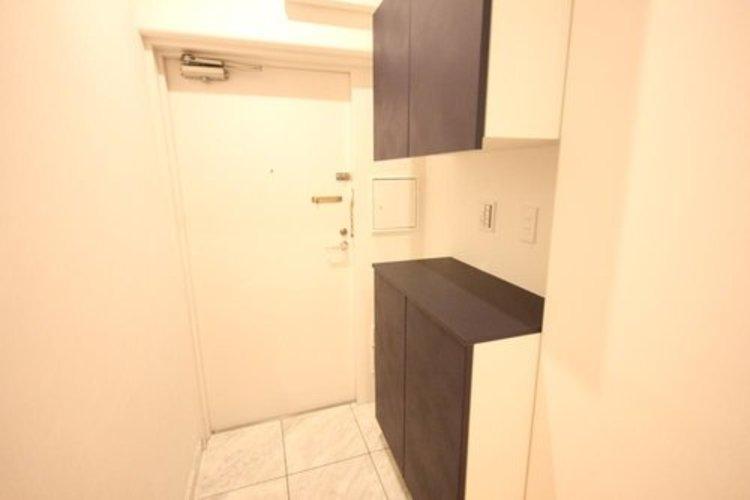 玄関には便利な収納が二段で装備されております。