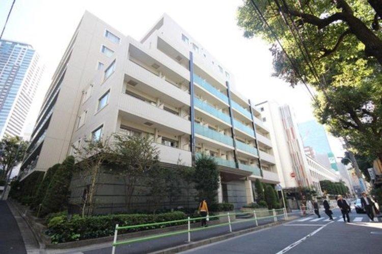 赤坂アドレスに佇むマンション。内廊下仕様や各フロアーにオートロック機能付き。コンシェルジュサービスなど充実の仕様となっております。