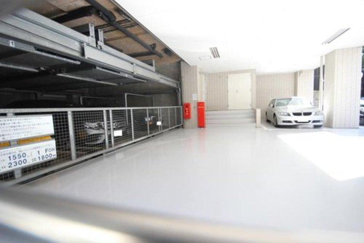 駐車場も整備されている室内駐車場は雨の日も濡れることなく安心です。