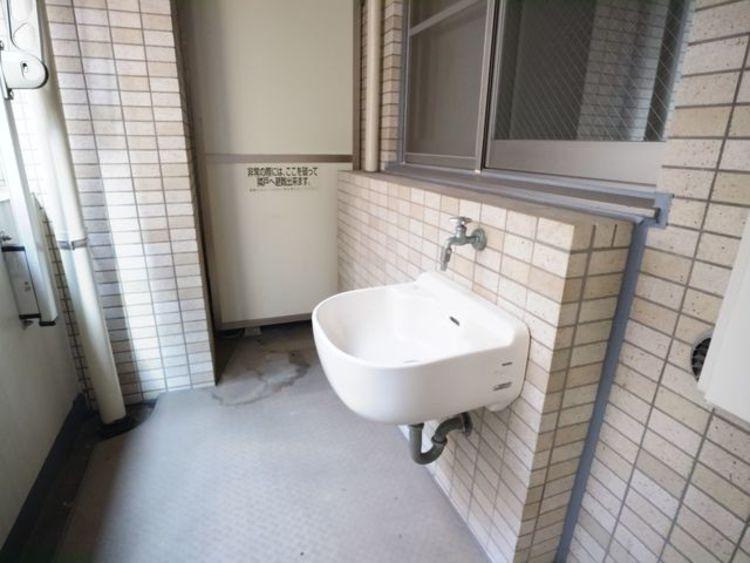 バルコニーには水栓がついています。ガーデニングの散水や清掃などに大活躍します。