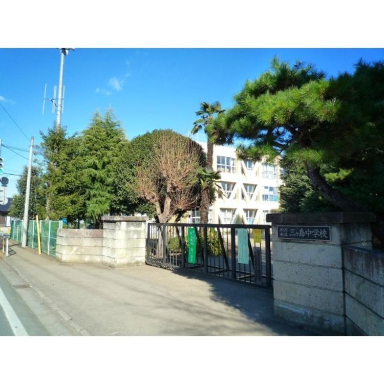 三ヶ島中学校(約1470m)