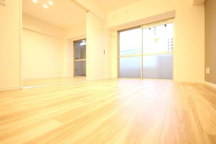 リビングと洋室を続き間にすることで広々とした開放的な空間としてご利用いただけます。