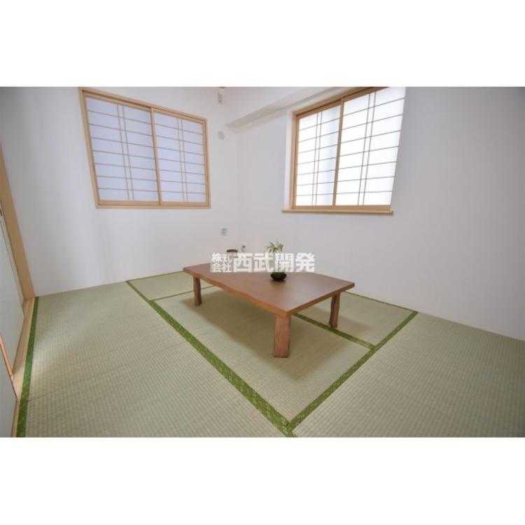 日本特有の部屋「和室」。障子越しに射しこむ淡い光は心を和ませてくれます。