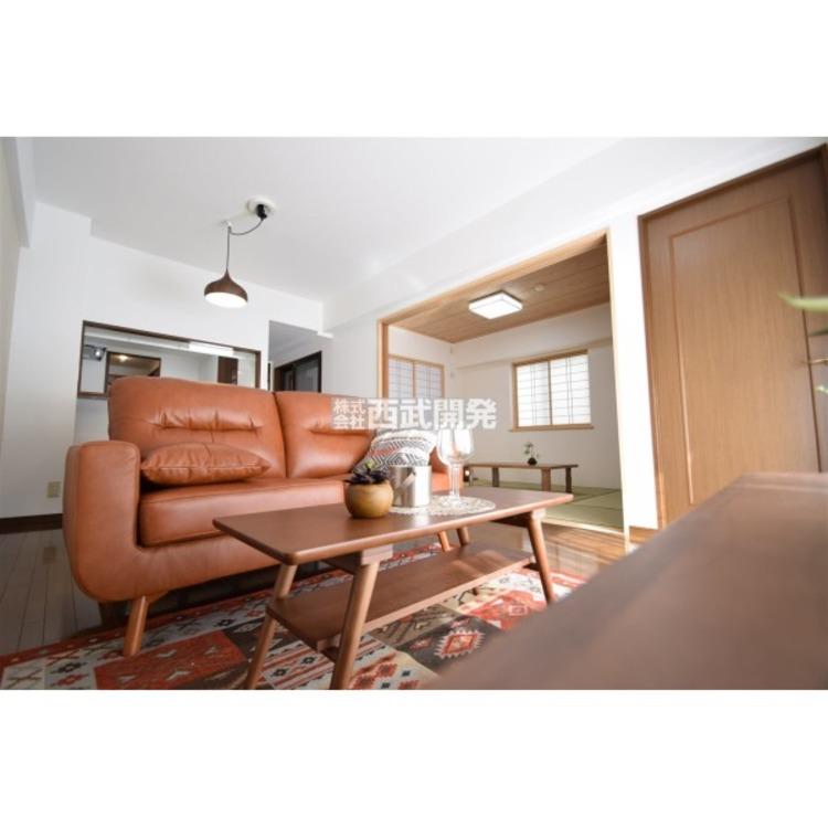 和室とつながるLDKは人気ポイントのひとつです。ちょっと昼寝をしたり、お客様をお通ししたり、リビングとあわせて大空間で利用したり、使い勝手がひろがりますね。
