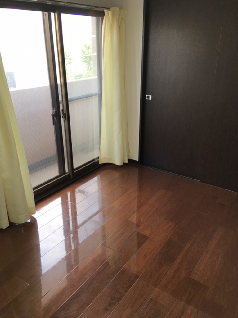 洋服をしまう整理ダンスなどを置かなくてもいいので、その分お部屋を広く使うことができます。