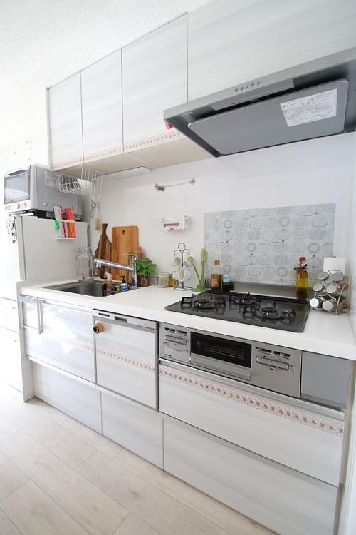 ガス三口システムキッチンです。 お料理の腕がなります。