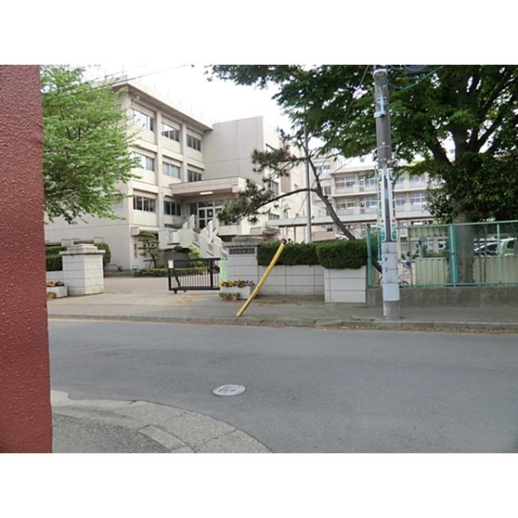 所沢市立安松中学校(約720m)
