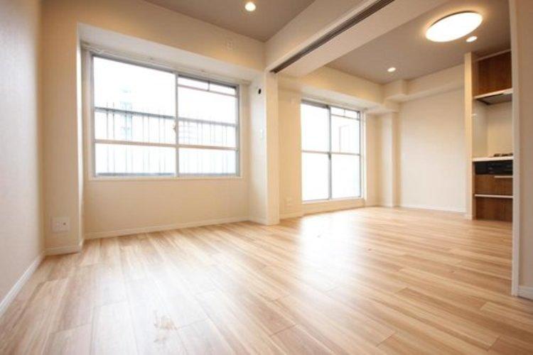 リビングに隣接する和室に段差がない間取ですので、引き戸を開け放てば2部屋が一体となり広々に。快適空間が生まれることで、家族が集まりやすくなります。
