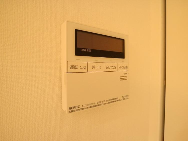スイッチ一つで設定温度まで自動で湯温を上げてくれる機能です。帰宅時間が遅いご主人も、いつでも沸きたての快適なお風呂であたたまっていただけます。