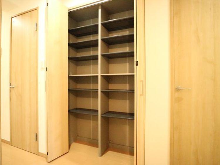 玄関横にもにも収納を設けてあります。たくさんの靴が収納することが出来ますね。
