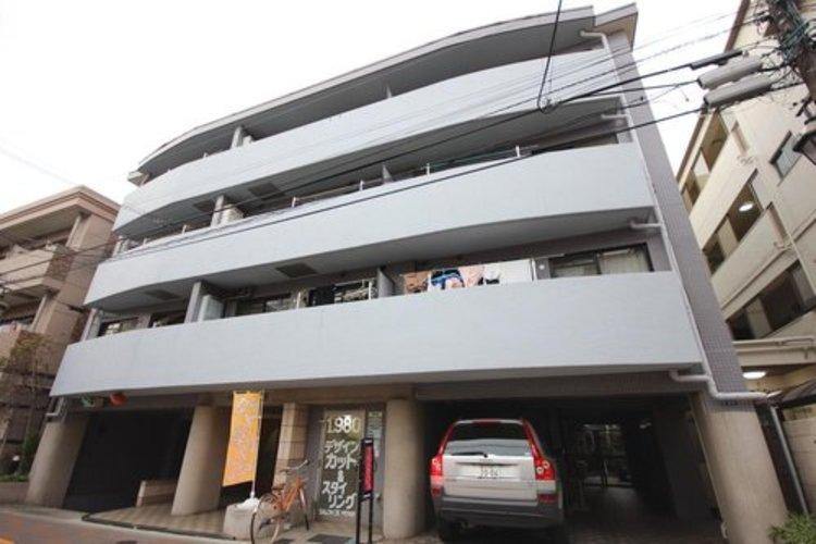 田園調布アドレス・平成7年築のリフォーム済みマンション・角部屋×最上階×日当り・眺望良好。南側開口部より各部屋に日差しが入る4LDK。