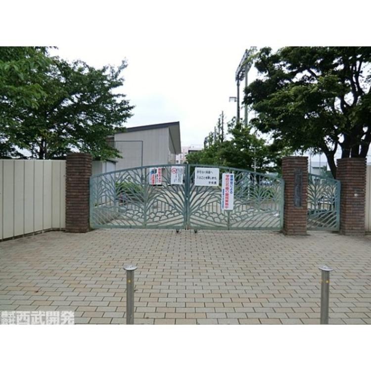 新曽中学校(約2200m)