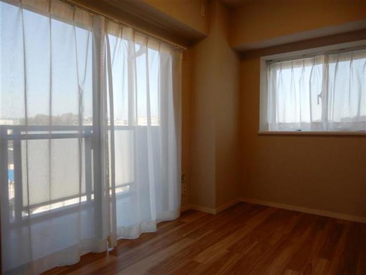 洋室2 約4.6帖バルコニー付きのお部屋となっており、使い勝手も良好のお部屋です♪