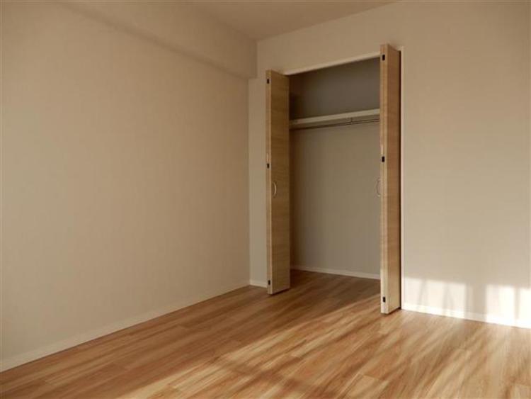 洋室3 約6.0帖嬉しいクローゼット付きで、お部屋の収納には困りません!