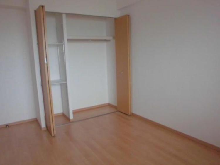 増えていく荷物もスッキリ片付く便利な各居室収納付きです!