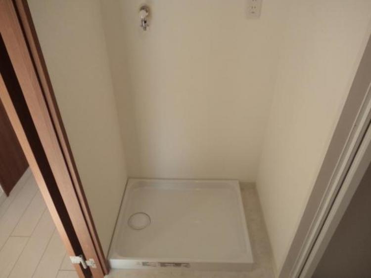 洗面スペースを広々つかえる洗濯機置き場です!