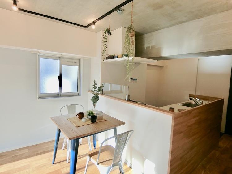 ダイニング&キッチンスペース。オープンタイプなのでご家族との会話が楽しめます。