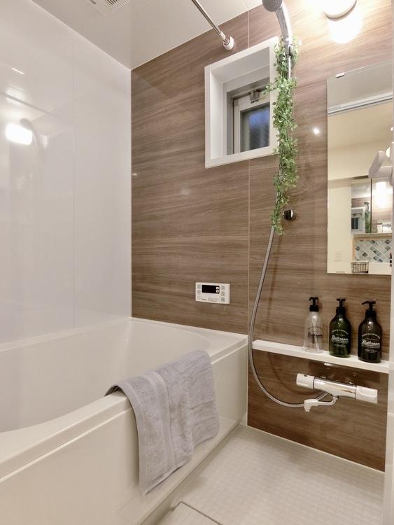 浴室暖房乾燥機付きのユニットバス。