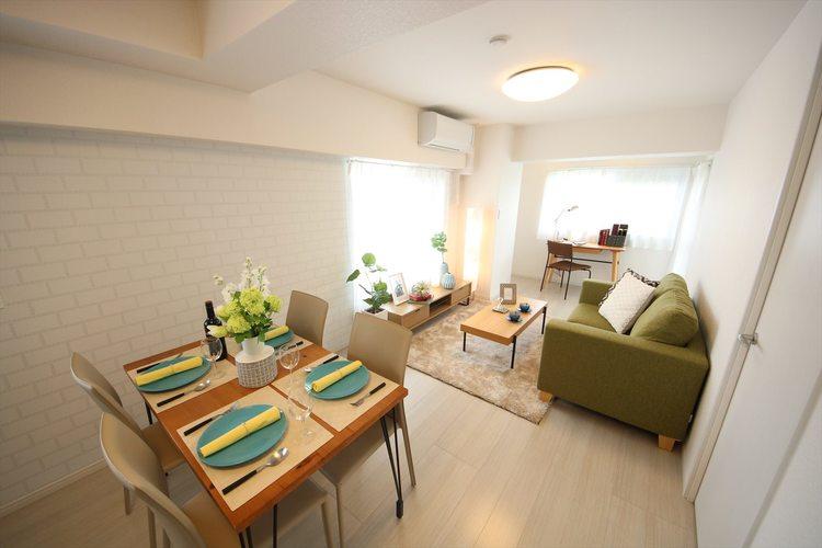 LDKの一部にはレンガ調のクロスを採用。お部屋のアクセントとなり、家具やインテリアとのコントラストが楽しめます
