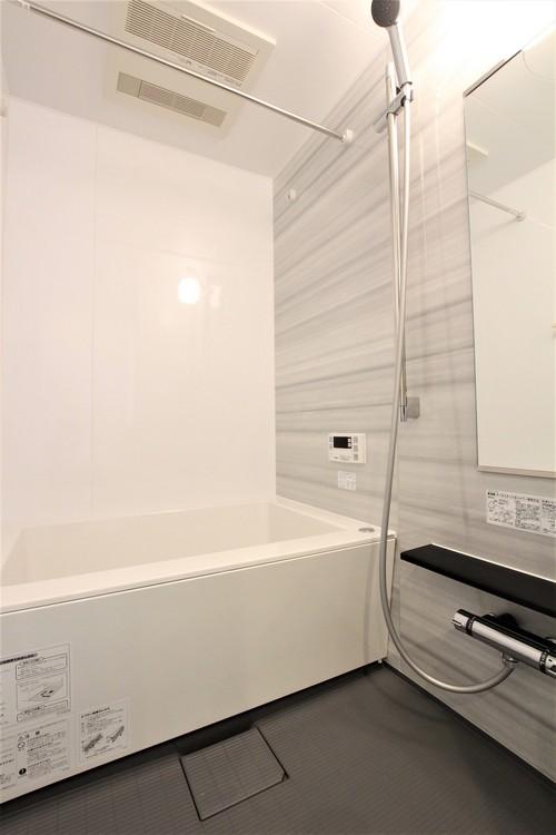 浴室乾燥機やハンガーポール付きの浴室は雨の日のお洗濯にも大活躍