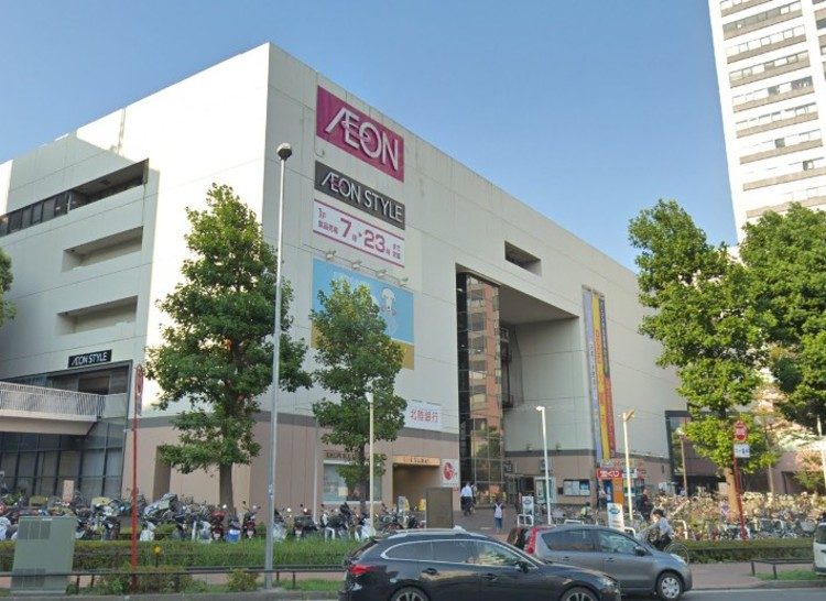 衣料品などの専門店や飲食店が集まったショッピング施設