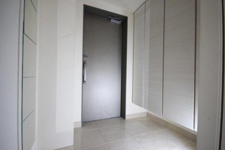 玄関には収納性の高いシューズボックスを完備しております。