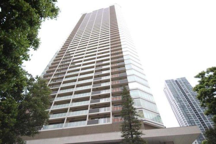 タワーマンションの共用部分は高級ホテル並みの豪華さ。ホテルライクなフロントサービス、コンシェルジュサービス。ソフト面でもハード面でもワンランク上のホスピタリティを日々の生活に。