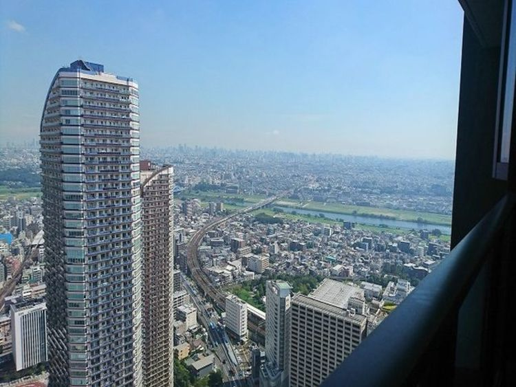 地上50階ならではの眺望が魅力。視界を遮るものがなく、彼方に広がる風景が絵画のように広がります。