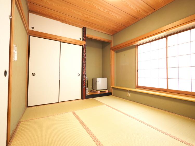 縦長リビングと和室が並ぶ間取り。和室は「気軽に横になれる」「子どもを安心して遊ばせられる」と、フローリングにはない畳の柔らかさに注目