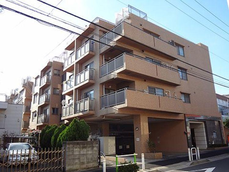 都営三田線「志村坂上」駅徒歩11分。スーパーやホームセンターなどが徒歩圏内にあります