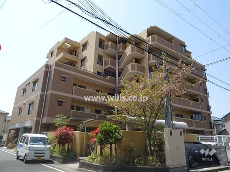 JR「川西池田」駅徒歩三分! 阪急宝塚線「川西能勢口」駅も利用でき、立地が便利なマンションです。 徒歩圏内に、買い物施設や銀行などの生活施設も充実。