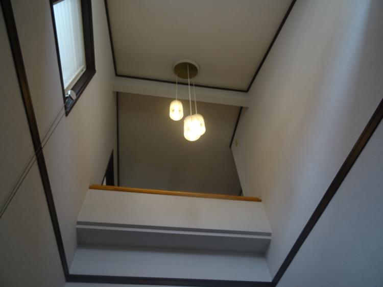玄関上部は吹抜けになっており、2階からの眺めが良好です。