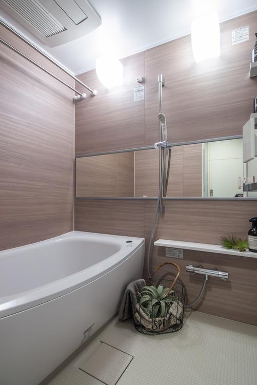 浴室は浴室換気乾燥機を設置し、TOTO製ユニットバスを新規交換しています。